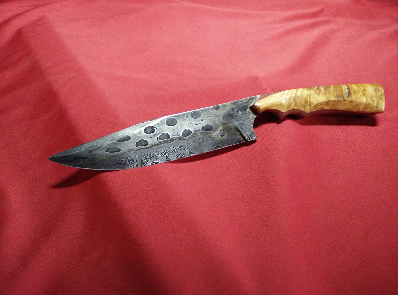 chainsaw blade knife. the legion, with chainsaw chain damascus, set in a birds-eye maple and purpleheart handle blade knife w